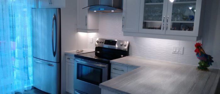 Rénovation de cuisine avec installation et aménagement de four et réfrigérateur