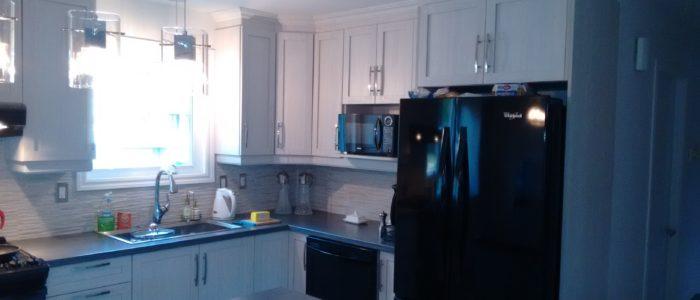 Rénovation de cuisine avec réaménagement de réfrigérateur