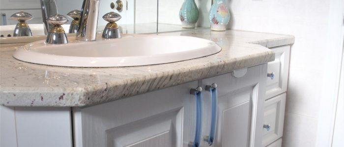 Rénovation de salle de bain ajout évier sur table de granit