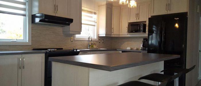 Rénovation de cuisine avec installation et aménagement d'évier et nouvel éclairage